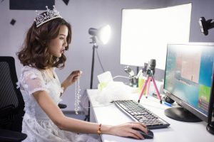 """Live Streaming in Content Marketing. Is """"Here and Now"""" Worth It?"""